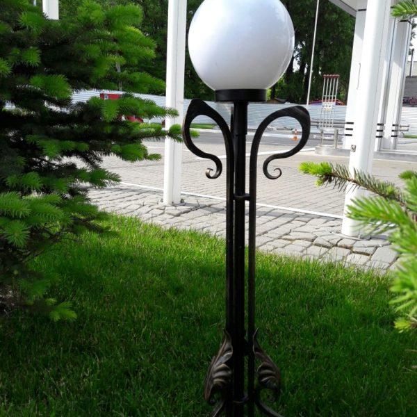этой кованые фонари для сада фото приведены