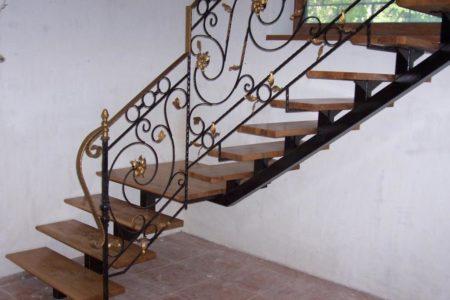 Лестницы на металлических каркасах